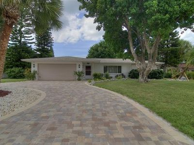 Private, Tropical Setting in Upscale Neighborhood