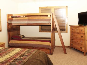 Sierra Master bedroom features bunk beds.