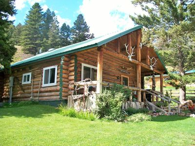 Log cabin in Jardine, Montana