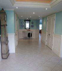 Grand Cayman condo photo - Entrance hallway