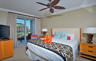 Master bedroom with access to the lanai.
