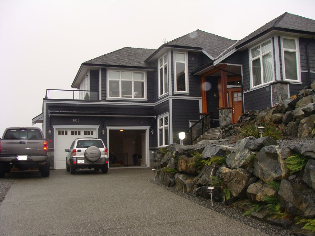 Executive custom dream home homeaway ladysmith for Custom dream houses