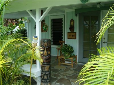 Aloha!   Front Entry to Kalama Kai Cottage via Large Lanai