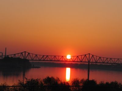 Riverfront studio everything including beautiful Ohio River sunsets