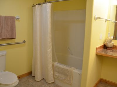 Olga cottage rental - Bathroom with grab bars.