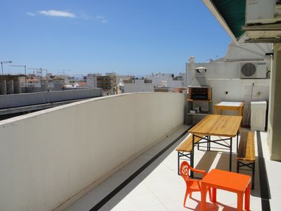 Apartment 2 minutes walk from the beach with parking. Ideal for couples with children.