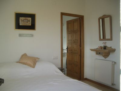 Calonge villa rental - Bedroom 2 - door leading to en-suite bathroom