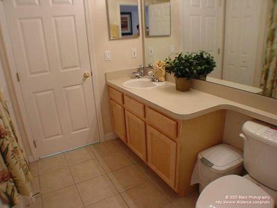Highlands Reserve house rental - Main Bathroom with bath and shower