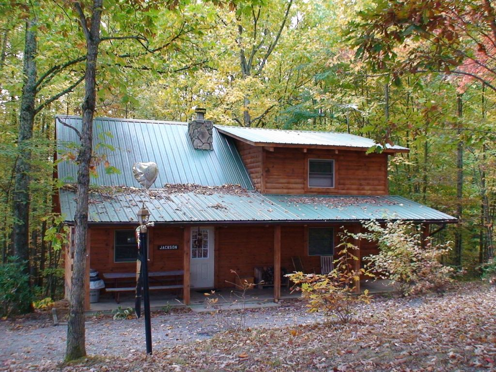 Wv deluxe log cabins with hot tub homeaway hico for Log cabin with hot tub one night stay