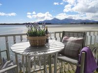 Luxury bright, spacious, stylish apartment with stunning mountain and bay views