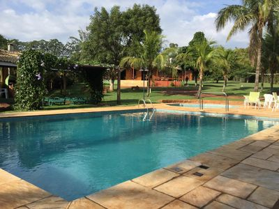 House with swimming pools in front of the dam of Avare for 10 people