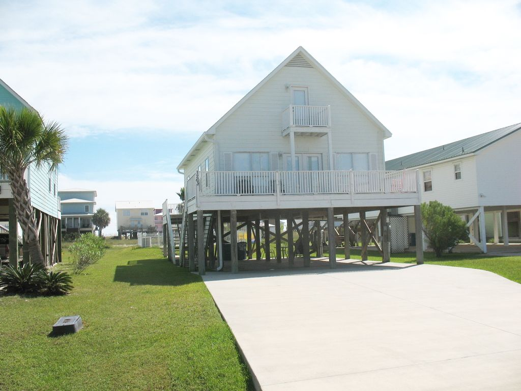 Beach time beautifully decorated beach house vrbo for 9 bedroom beach house rental