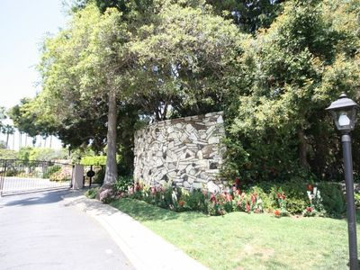 Brentwood condo rental - Gated Entry