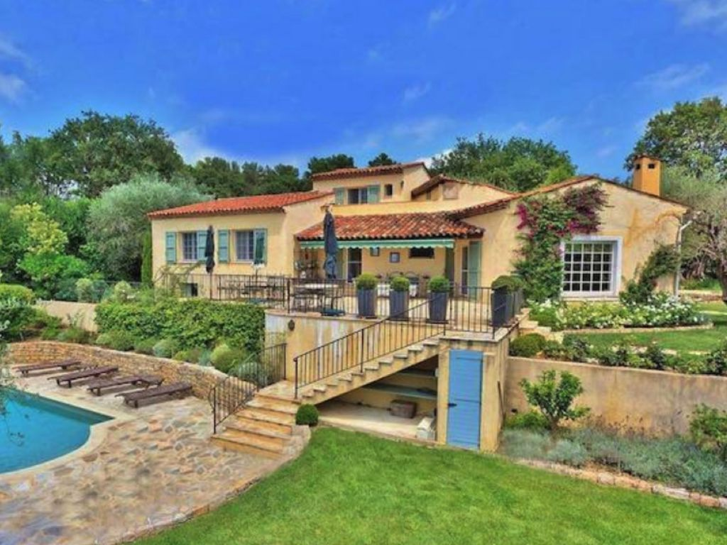 Luxury villa with stunning views close to Valbonne and Mougins.
