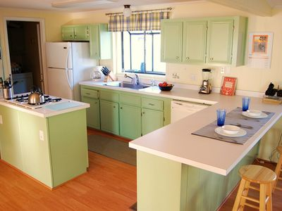 Fully equipped kitchen with breakfast bar for your convenience.