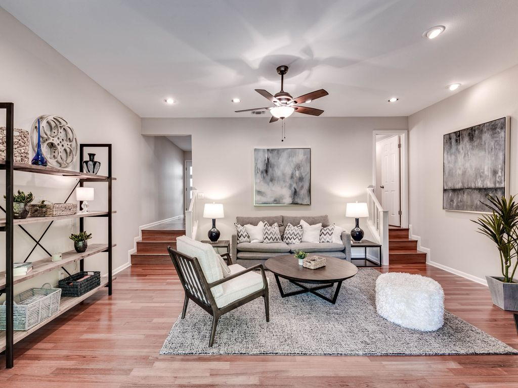 30 Day Minimum Luxury Condo Near Downtown Austin