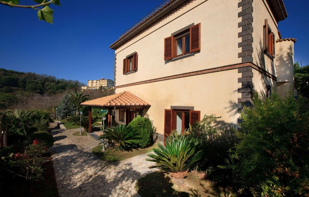 House, 300 square meters, close to the beach