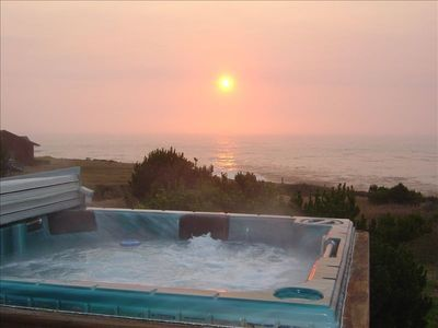 Enjoy the sunset surrounded by bubbles and a glass of bubbly