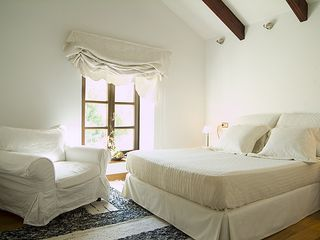 Cortes de la Frontera villa photo - Bedroom 2 with oak floors, airco, heating, big cupboards and ensuite bathroom