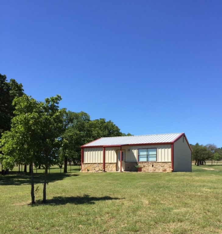 2 Bedroom Rodeo Style Cabin Fully Furnished - Pens or stall available for Horse