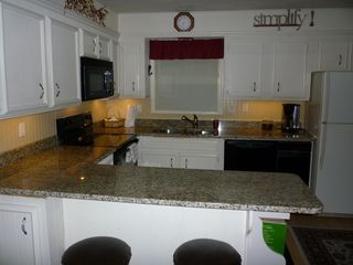 Lake Toxaway cottage photo - Kitchen Granite Counter tops, Dishwasher, compactor, Refrigerator/Freezer/ice