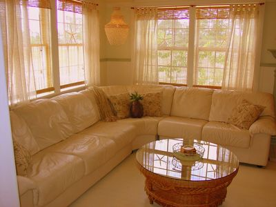 Living Room Seating Area: Enough Room For All!
