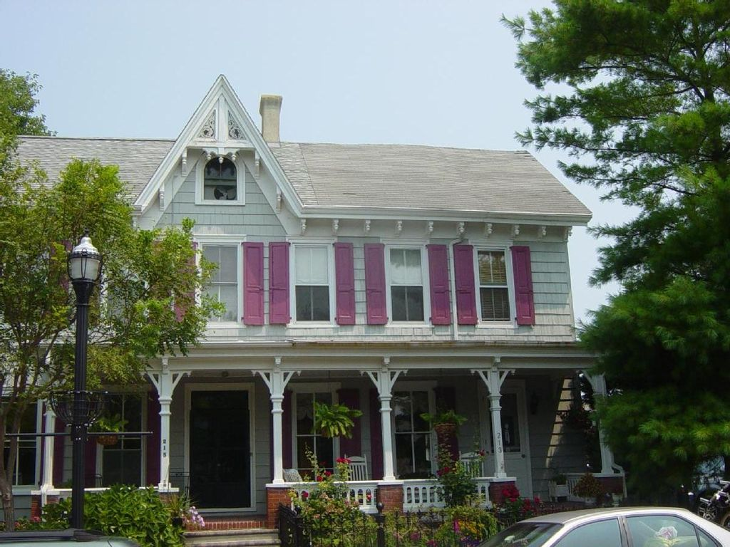 Elegant Victorian W Carriage House On Canal 118706