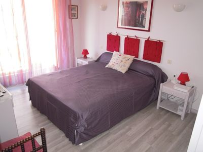 2 rooms comfort in the heart of the city with private parking