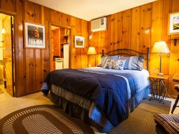 Three Rivers cabin rental - The Romantic River Oak Cabin. New Queen bed and bedding. Knotty pine.