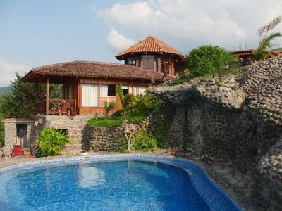 Top Rated 5 STAR!!! 2 Bedroom with Adjoining Cottage And Pool.