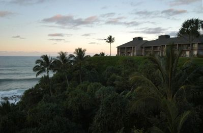 Pali Ke Kua units located on the cliff with dramatic ocean views!
