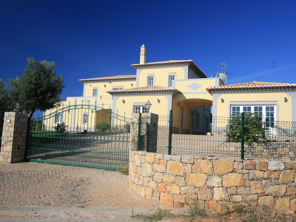 Luxury accommodation, 600 square meters, with terrace