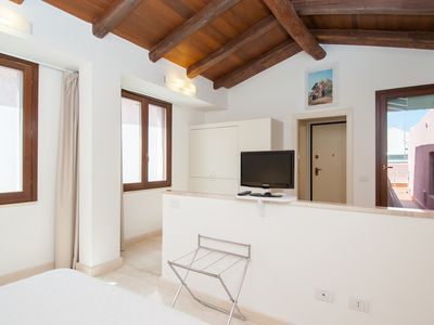 Beautiful Studio Apartment With Magnificent Terrace In The Heart Of The Town