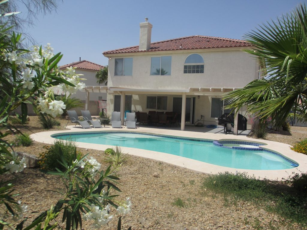 The best sw las vegas 4 br house pool vrbo for Four bedroom house with pool