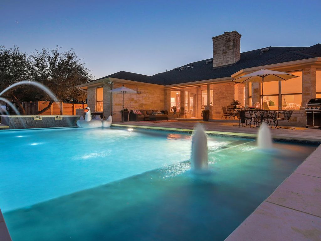 PRIVATE RETREAT| Pool | Hot Tub |Bsktball | Pool Table |13 Beds |Close Downtown