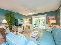 Renovated 2/2 Cottage North End-Steps to Beach Tropical Landscaping/Heated Jetted Pool