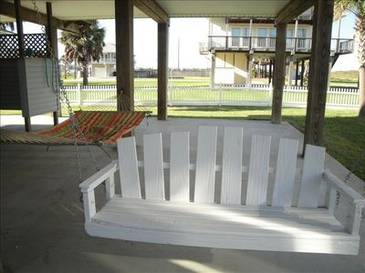 Galveston house rental - downstairs swing, hammock and outdoor shower