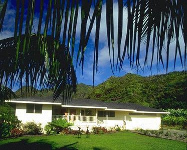 Aloha & Welcome to Hale O' Wailele 'The House of Leaping Waterfalls'