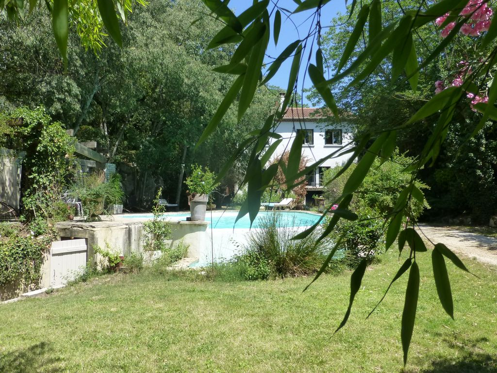 Accommodation near the beach, 150 square meters, with pool