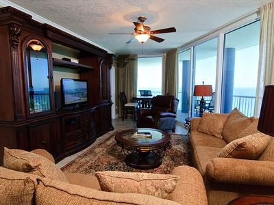 Family Living Area, 46 inch HDTV Flat Screen, Surround Sound, Ceiling Fan