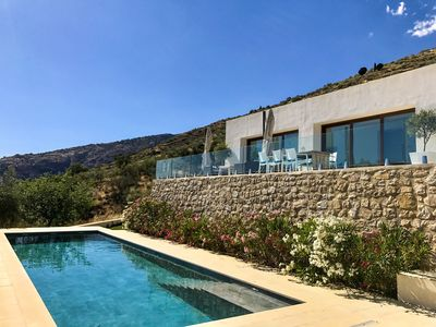 The Glass House - An elegant, minimalist villa and pool with beautiful views...