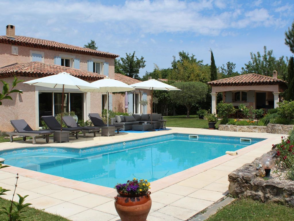 Spacious villa comfortable 200 m2 with swimming pool