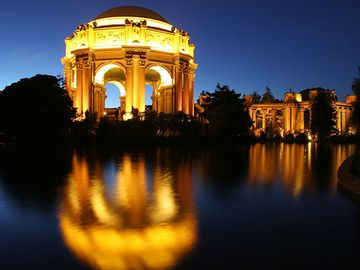 Palace of Fine Arts and the Exploratorium 4 blocks