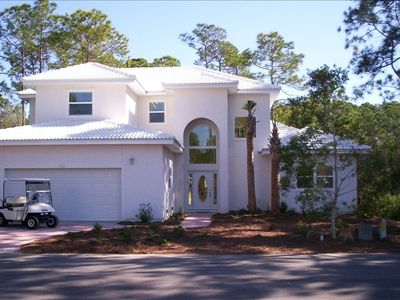 Large 4 Bedroom House w/ Golf Cart for easy access to Beach and Pool