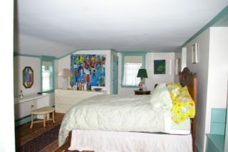 Newport house photo - Upstairs queen bedroom.