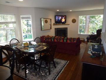 Murphys condo rental - HD TV , fireplace, hardwood & wireless internet, golf course views and walkout