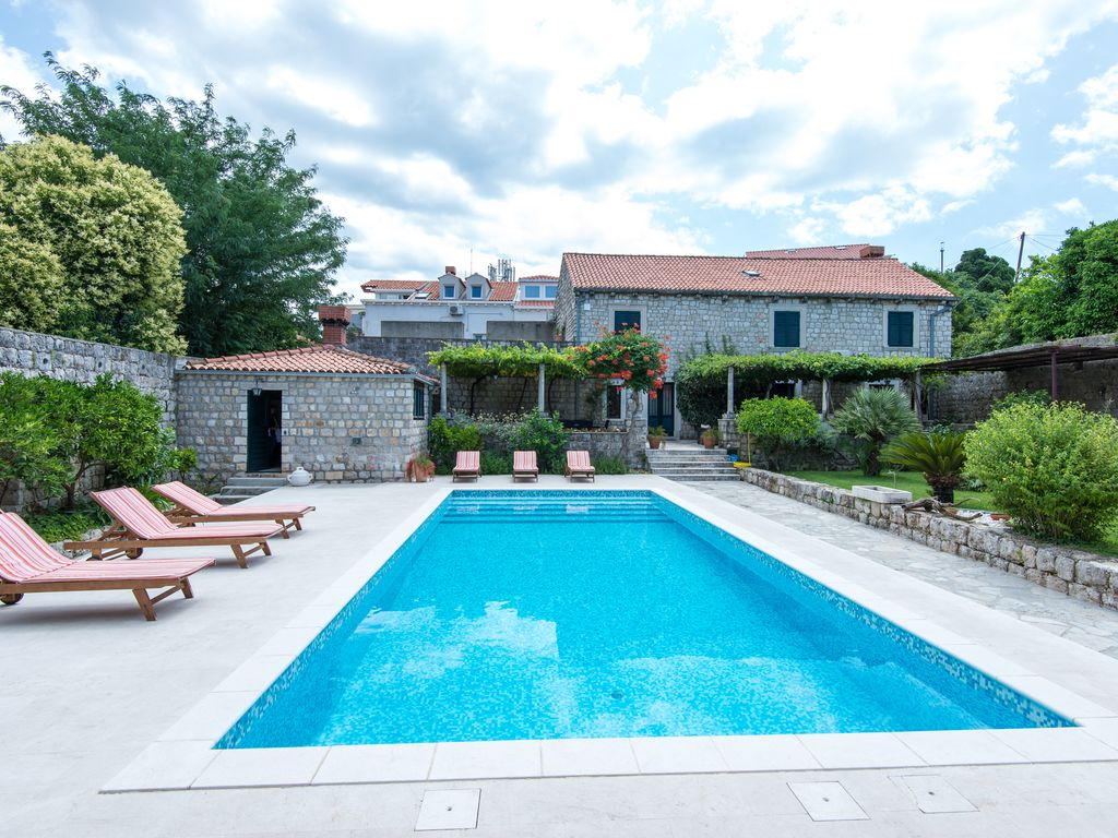 Property with a swimming pool rare find homeaway - Find me a swimming pool ...