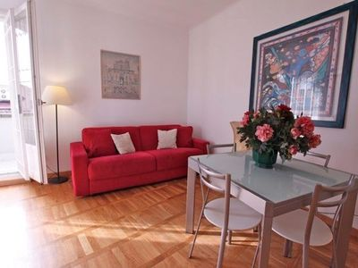 55sqmt, 1 Bedroom 1 Bathroom for 4 guests in Rome near Trevi Fountain