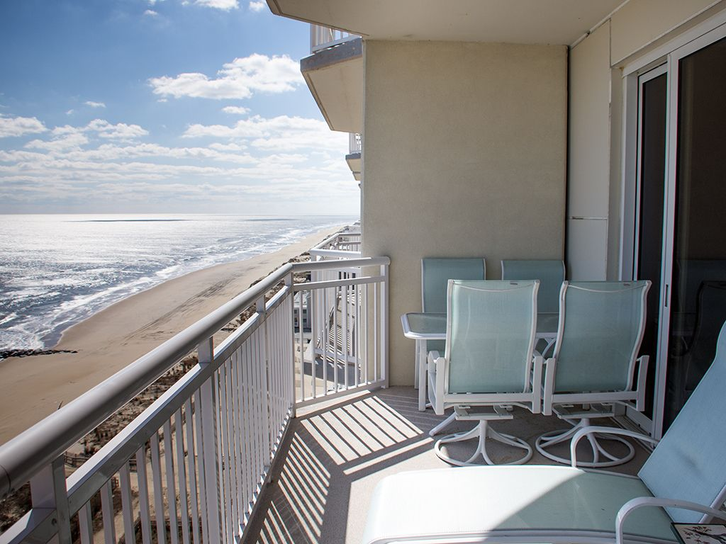 Early booking deal owner pays linens homeaway north for Balcony booking