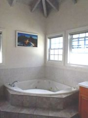 Jones Estate villa photo - Bath Tub - Jacuzzi